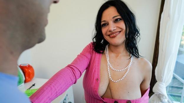 Mommy Blows Best - Mona Azar